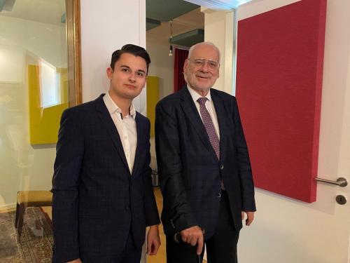 Dr. Erhard Busek - Vizekanzler der Republik Österreich a.D.   Vorstandsvorsitzender des Instituts für den Donauraum   Ehrenpräsident des Forum Alpach
