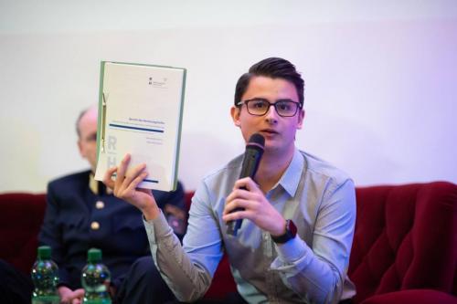 Tobias Mayer am Podium